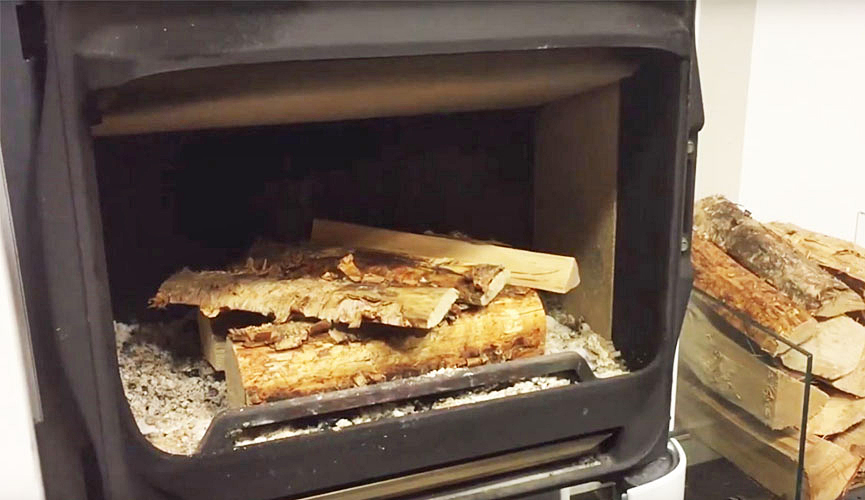 Logs in the fireplace. Photo.